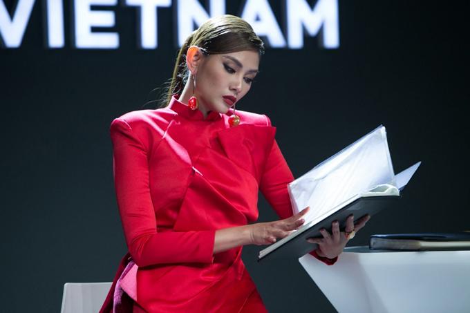 Võ Hoàng Yến làm host Vietnams Next Top Model - 1