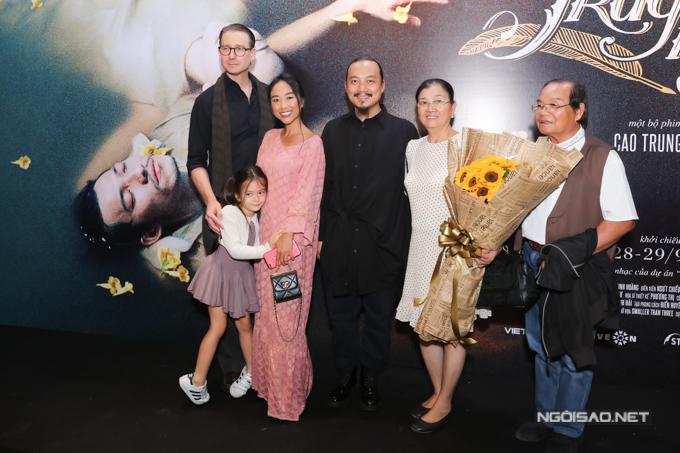 Gia đình Đoan Trang đi xem phim - 4
