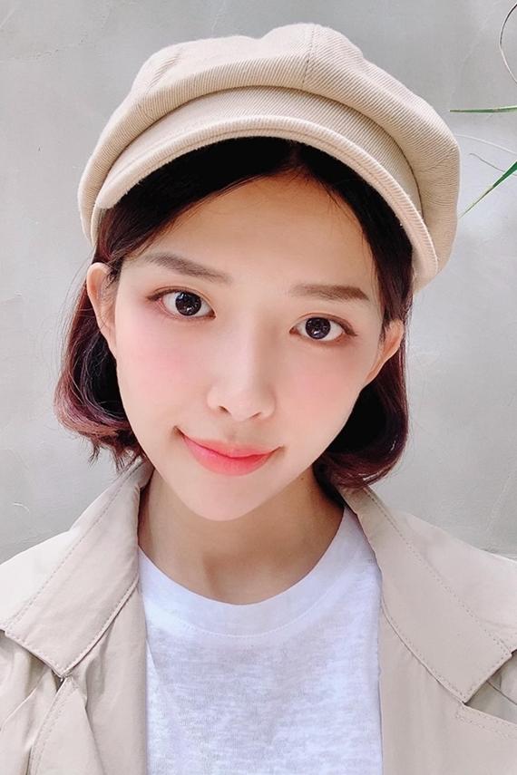 Ngoài đời, Khánh Vy yêu thích lối trang điểm nhẹ nhàng kiểu Hàn Quốc, tôn lên đường nét ngọt ngào trên gương mặt.