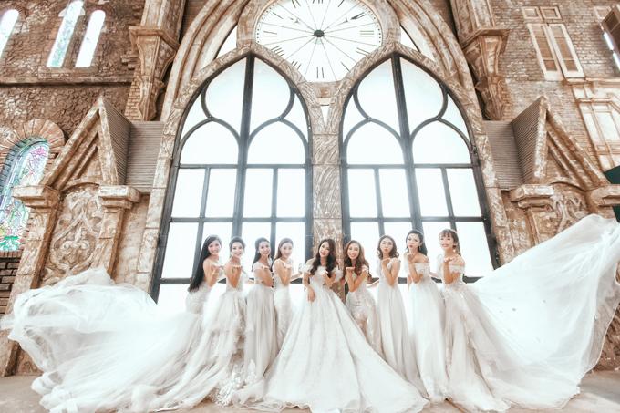Với chất liệu ren Pháp cao cấp, voan tơ và lụa mịn, những thiết kế trong bộ sưu tập váy cưới mùa thu này đem đến nhiều lựa chọn cho nàng dâu.