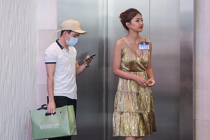 Phan Mạnh Quỳnh từng tháp tùng người yêu đến ghi danh cuộc thi The Face 2017. Nam ca sĩ tiết lộ thời gian mới yêu, nhiều đồng nghiệp phản đối vì sợ Khánh Vy lợi dụng sự nổi tiếng của bạn trai.