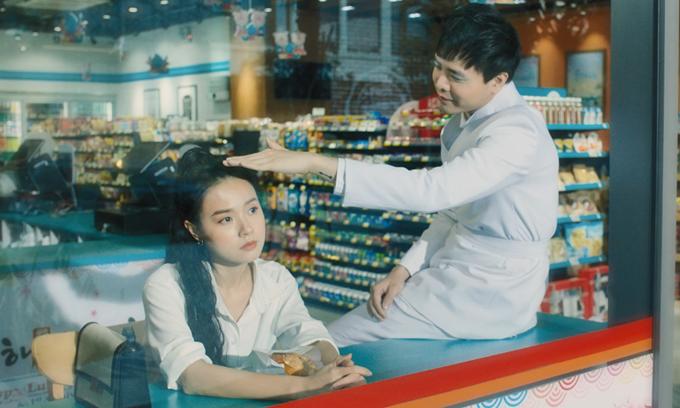 Một khoảnh khắc lãng mạn của hai diễn viên trong MV và phim.