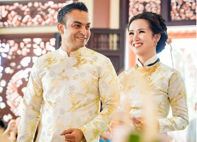 Doanh nhân Ấn Độ đón bà xã bằng đám cướitại khách sạn sang trọng ở TP HCM và tổ chứclễ Hằng Thuận trong chùa.