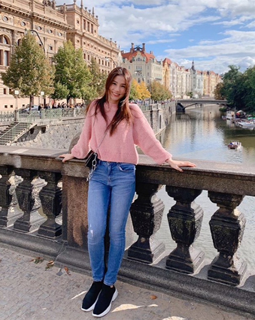 Diễm My tận hưởng sự bình yên trong chuyến du lịch khám phá đất nước Cộng hòa Czech.