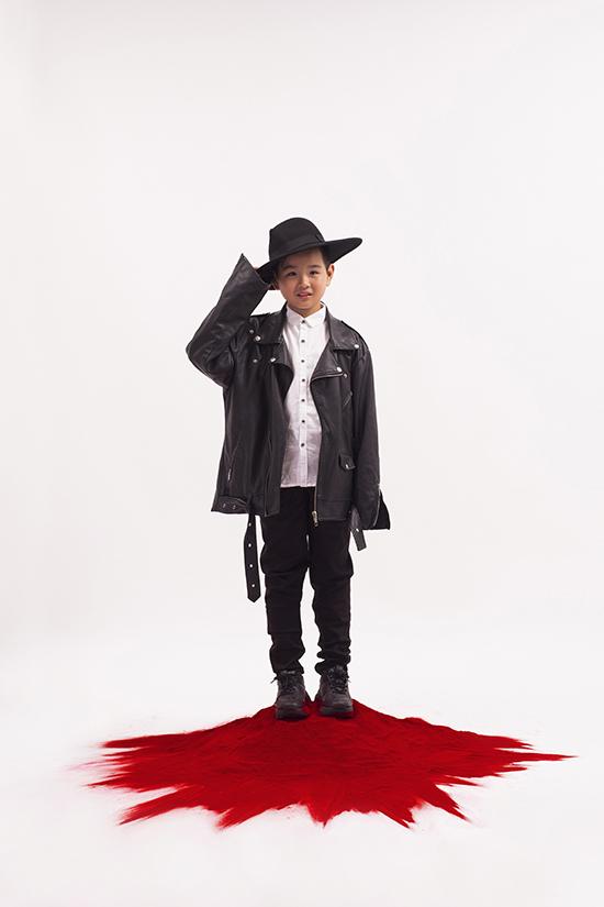 Asian Kids Fashion Week  mùa 4, Huỳnh Phong Vinh cũng được ban tổ chức chọn làm gương mặt đại diện. Đồng thời, em chiếm được cảm tình của nhiều nhà thiết kế tham gia chương trình năm nay.