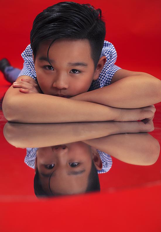 Trong những shoot ảnh chân dung, Huỳnh Phong Vinh thể hiện khả năng biểu cảm không thua kém các người mẫu chuyên nghiệp.