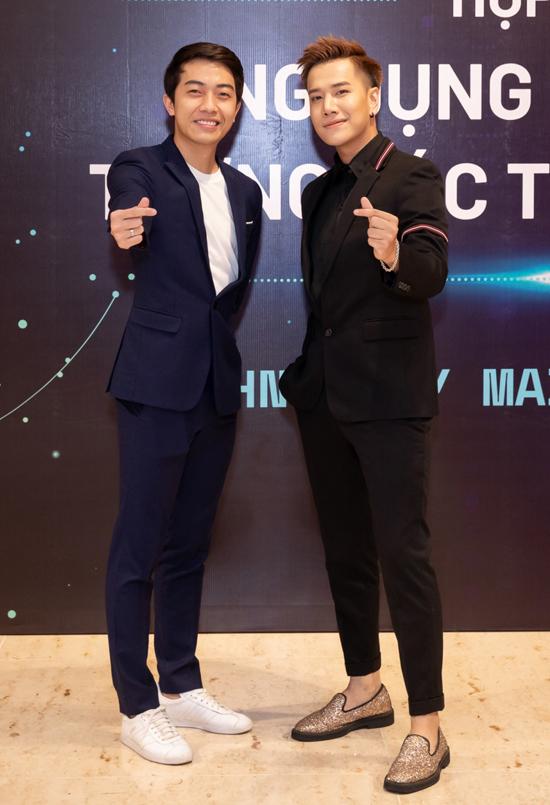 Ca sĩ Lou Hoàng (phải) tự tin trong tương lai việc ứng dụng công nghệ vào lĩnh vực giải trí sẽ ngày càng phổ biến.
