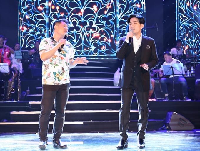 Quang Hà (phài) tập luyện cùng Bằng Kiều trước đó cho liveshow.