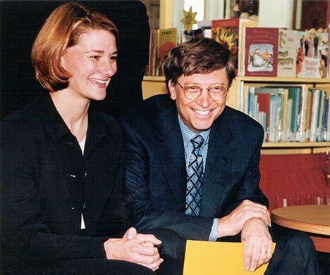 Bill Gates và Melinda thời trẻ. Ảnh: CNBC.