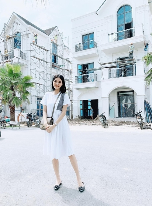 Mới đây, vợ chồng cô tậu ngôi nhà thứ hai, bên cạnh căn hộ cao cấp đang sống ở Hà Nội. Tổ ấm mới của Kỳ Hân - Mạc Hồng Quân có giá hơn chục tỷ, đang trong giai đoạn hoàn thiện.