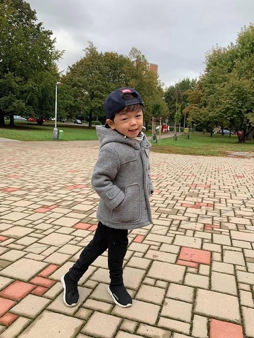 Sau khi con trai đầu lòng, bé Tỏi, sang CH Séc ở cùng ông bà nội, Kỳ Hân cân nhắc chuyện chuyển về Quảng Ninh sống gần chồng.