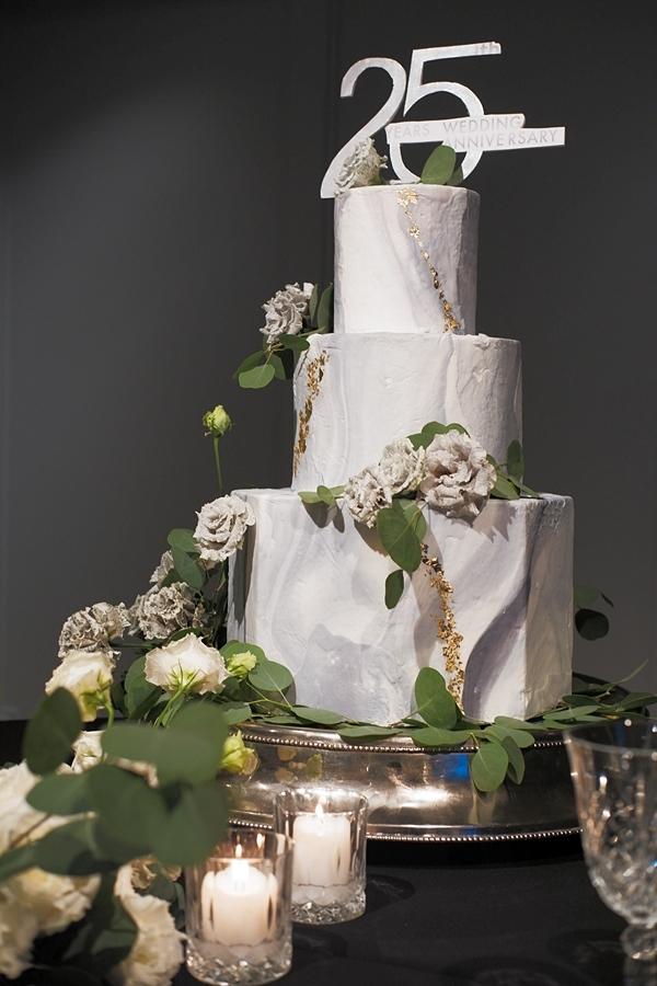 Chiếc bánh kem nhân dịp kỷ niệm ngày cưới của vợ chồng Diễm My.