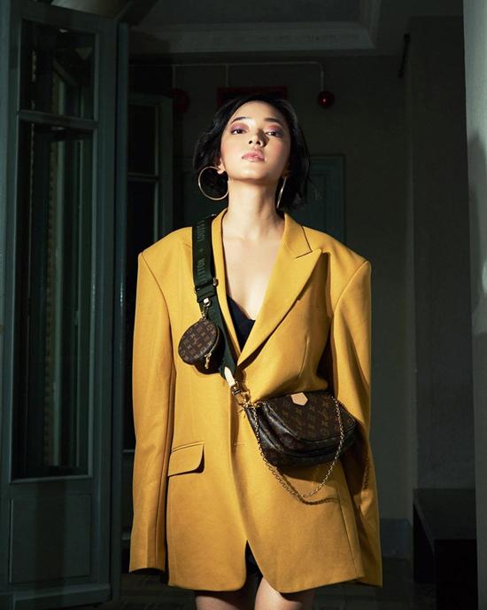 Kiểu túi Multi Pochette kiểu dáng độc đáo, dễ phối đồ street style nên được Châu Bùi và các fashionista Việt yêu thích ngày khi mới ra lò.