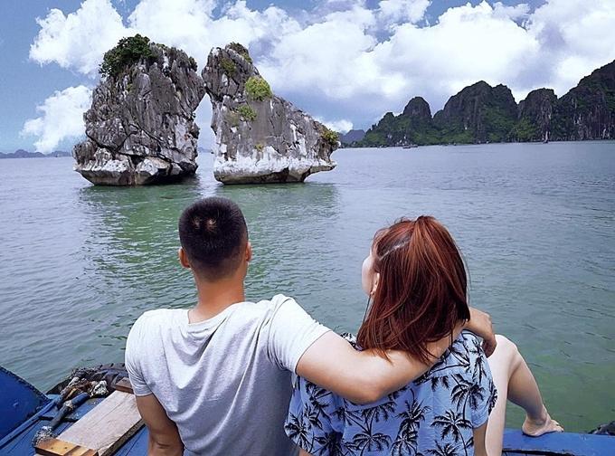 Những lần nghỉ phép, Quân tranh thủ dành thời gian bên Kỳ Hân, đưa vợ đi chơi xa hoặc rong ruổi quanh những con phố Hà Nội.