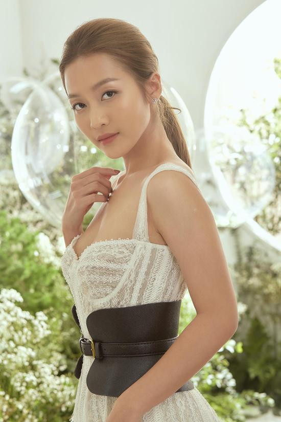 Khả Ngân chọn mẫu belt da hot nhất đầu mùa thu 2019 của Chung Thanh Phong để mix đồ đi sự kiện.