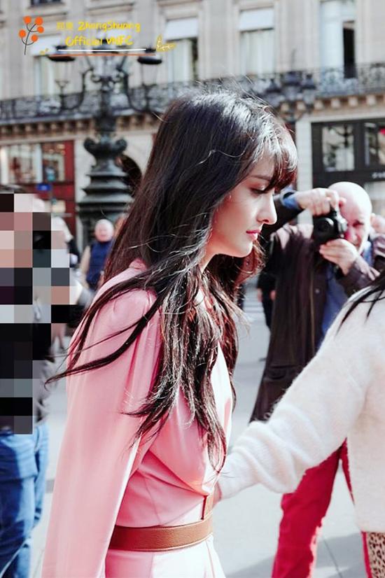 Ngoài Tần Lam, nhiều tên tuổi của showbiz Trung Quốc cũng xuất hiện tại Tuần lễ Thời trang Paris Xuân Hè 2020. Trịnh Sảng là một trong những nghệ sĩ gây chú ý tại chuỗi hoạt động của chương trìnhnăm nay. Cô xuất hiện tại show củathương hiệu lớn StellaMcCartney, sau đó tham dự Jalouse Party...
