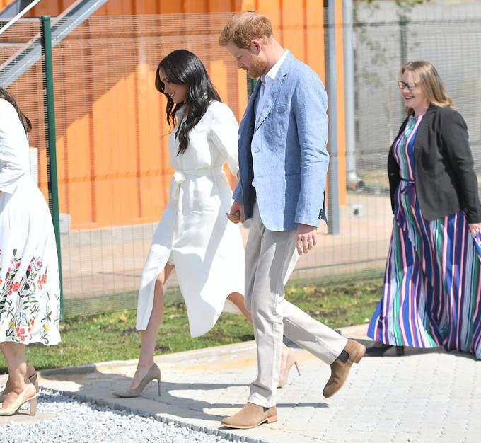 Trong ngày cuối cùng của chuyến công du vòng quanh châu Phi, cặp vợ chồng hoàng gia đến thăm trung tâm thị trấn Tembisa để tìm hiểu về mức độ thất nghiệp của lao động trẻ ở Nam Phi.