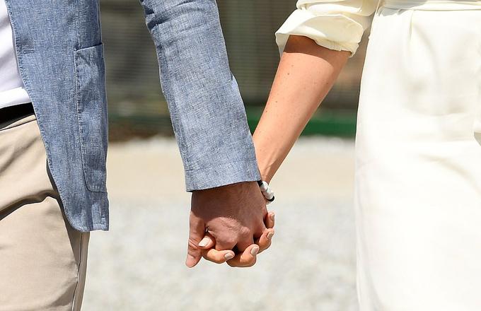 Cặp vợ chồng hoàng gia tay trong tay mọi lúc mọi nơi.