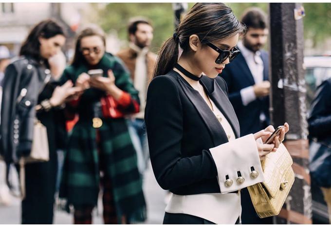 Thảo Tiên diện suit độc đáo của nhà mốt Pháp mang đậm chất cổ điển với mức giá 6.690 USD.