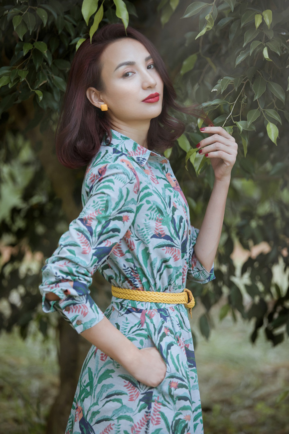 Photo: Alex Cui. Make-up: Trung Lạc.