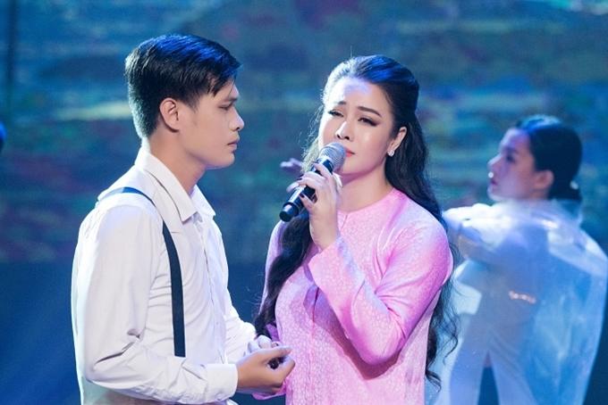 Cô hát ca khúc Sóng gió đời em - nhạc phim Tiếng sét trong mưa. Trước khi lấn sân diễn viên, Nhật Kim Anh từng theo đuổi ca hát từ năm 16 tuổi và ghi dấu ấn vớialbum Chuyện tình nàng Ka phát hành năm 2008.