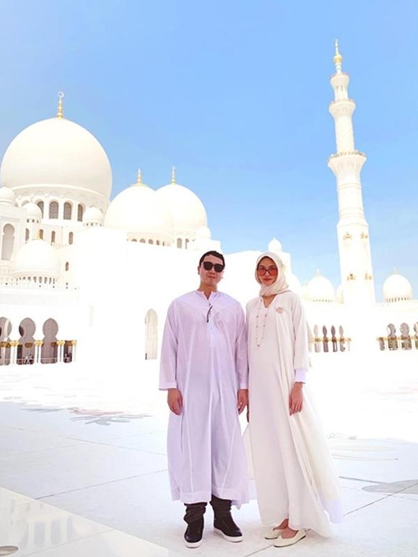 Vốn sở hữu vóc dáng thanh mảnh, Lan Khuê không thay đổi ngoại hình nhiều trong quá trình mang thai. Ở tháng thứ 6, cô vẫn cùng ông xa thoải mái du lịch Dubai.