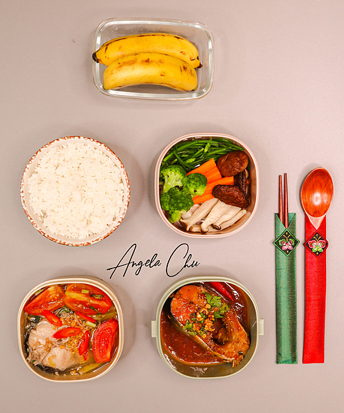 Nàng cựu hot girl thay đổi thường xuyên nhóm chất đạm từ thịt, cá và thường có 1-2 món rau, hoa quả tráng miệngtrong một bữa ăn.