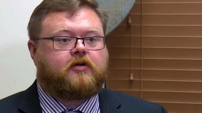 Kevin chia sẻ về vụ kiện nhân tình của vợ. Ảnh: CNN.