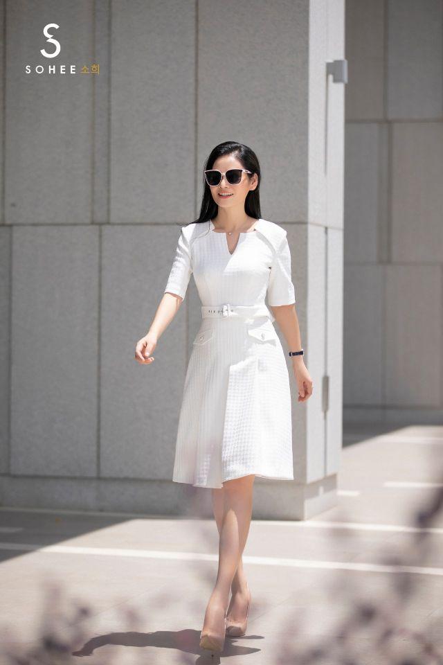 Không theo xu hướng phá cách hay style gợi cảm, dòng sản phẩm SoheebyHabui mang vẻ kín đáo, sang trọng và bắt kịp với những xu hướng của thời trang quốc tế.