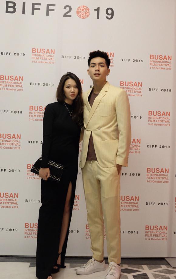 Đồng hành cùng Quốc Anh là DOP (đạo diễn hình ảnh) Nguyễn Phan Linh Đan của bộ phim. Cô là con gái của đạo diễn Nguyễn Phan Quang Bình và nhà sản xuất phim Ngô Bích Hạnh, là một trong những DOP nữ hiếm hoi của màn ảnh Việt.