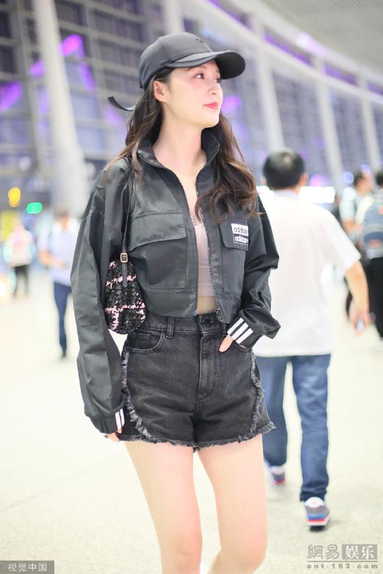 Hàm Hương khoe vòng eo con kiến - 3