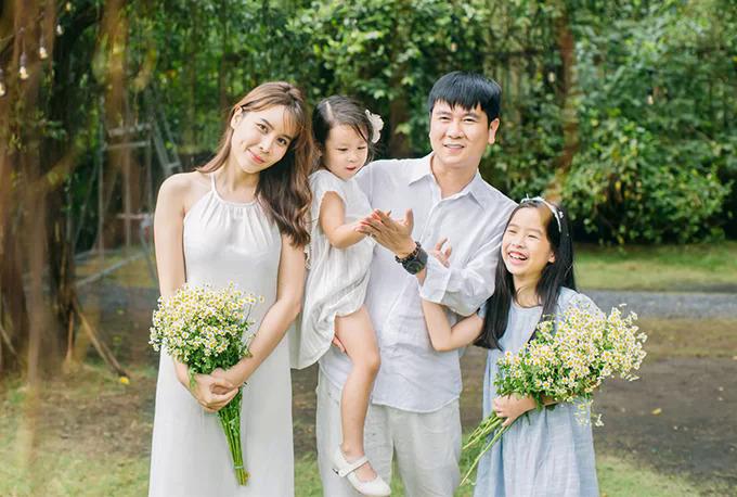 Gia đình Lưu Hương Giang - Hồ Hoài Anh trong bộ ảnh mới nhất.