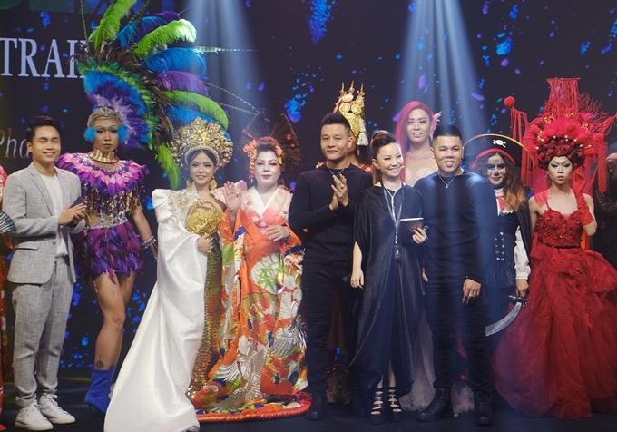 Quang Nhật (ngoài cùng bên trái)