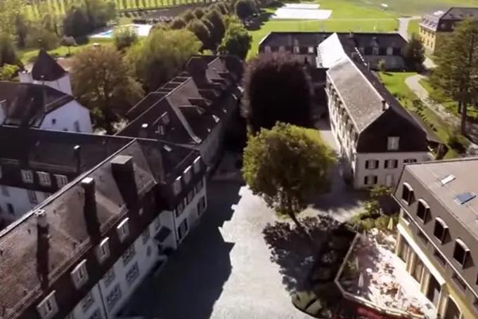 Ngay từ khi còn bé,Tatiana đã sống trong nhung lụa và được thừa hưởng nền giáo dục tốt nhất. Cô theo học tại Học viện Le Rosey, một trường nội trú chỉ dành cho các gia đình thượng lưuở Thụy Sĩ. Đây là ngôi trường lâu đời nhất ở Thụy Sĩ được thành lập vào năm 1880 với học phí đắt đỏ khoảng130.000 USD mỗi năm. Ảnh: BI.