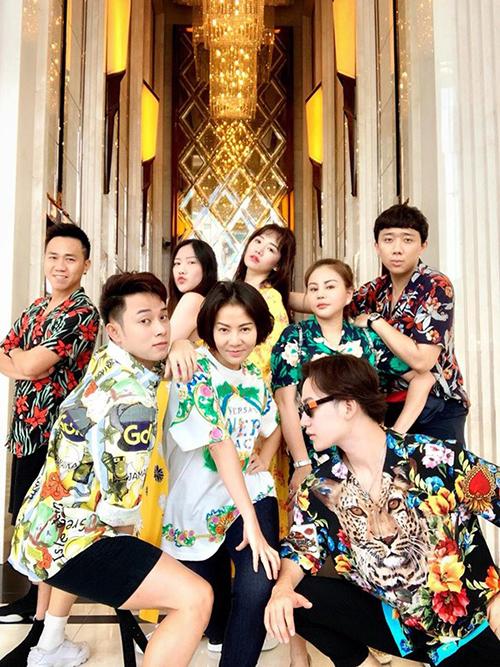 Thu Minh, Trúc Nhân, Ali Hoàng Dương, Lê Giang, Anh Đức diện trang phục đầy sắc màu, nhí nhố trong chuyến du lịch Thái Lan cùng vợ chồng Trấn Thành - Hari Won.