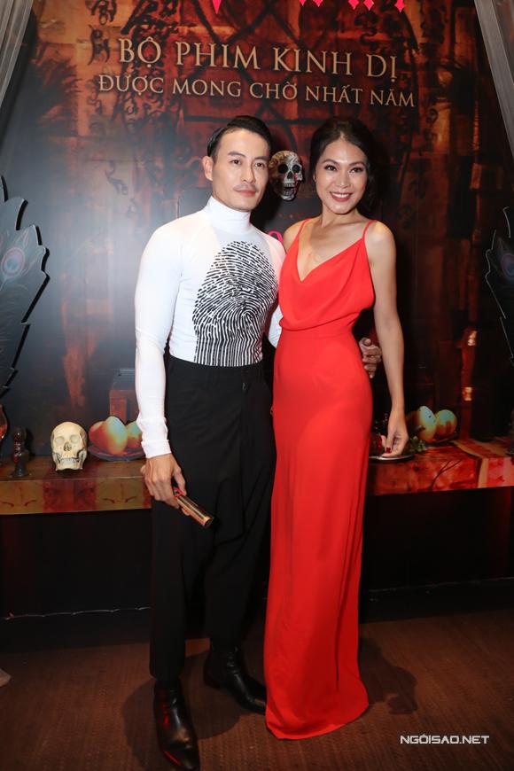 NTK - người mẫu Trương Thanh Long cũng đến chúc mừng Đinh Y Nhung và đoàn làm phim.