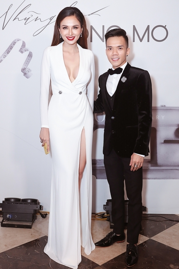 Hoa hậu Diễm Hương khoe nhan sắc cuốn hút trên thảm đỏ.