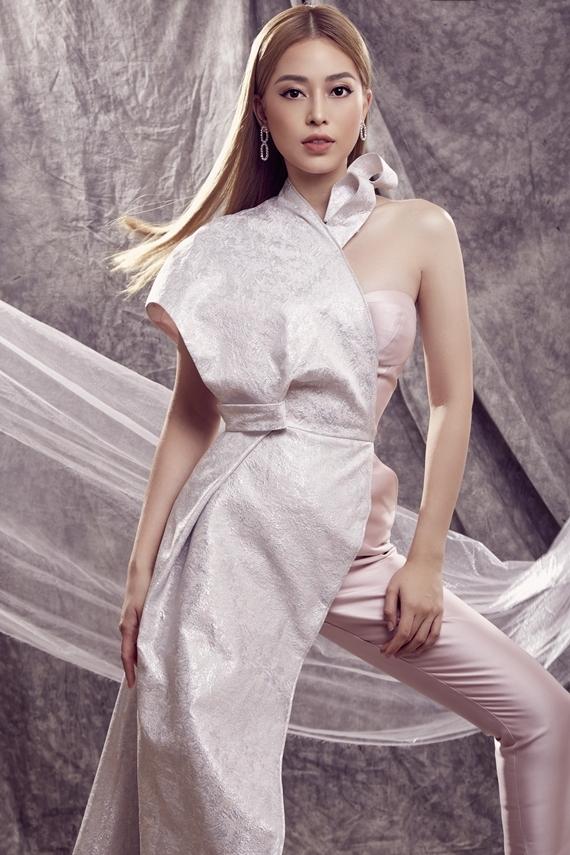 Phương Nga được khen trẻ trung, cá tính hơn từ khi đổi sang màu tóc vàng. Sau hơn một năm đăng quang, cô nhận sự yêu mến từ khán giả nhờ nỗ lực giữ gìn hình ảnh và khả năng biến hóa phong cách mỗi lần xuất hiện.