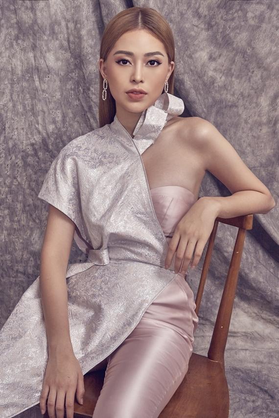 Lối trang điểm tông nude mang đến diện mạo cá tính cho mỹ nhân Hà thành.