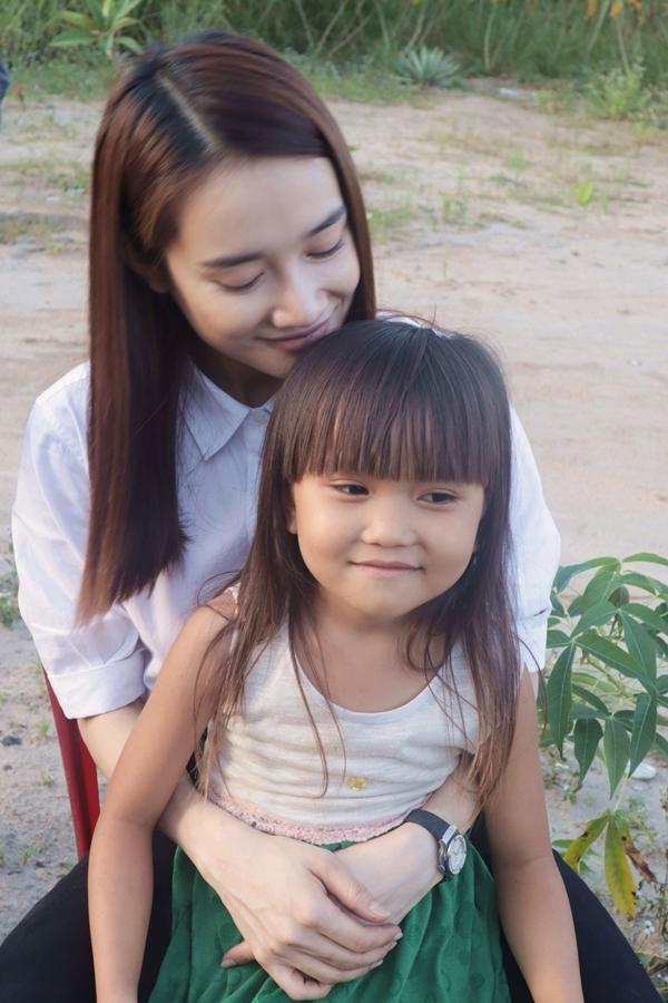 Điều khiến nữ diễn viên ấm lòng là các bé ý thức cố gắng học hành để sau này có thể thay đổi hoàn cảnh của miền quê nghèo.