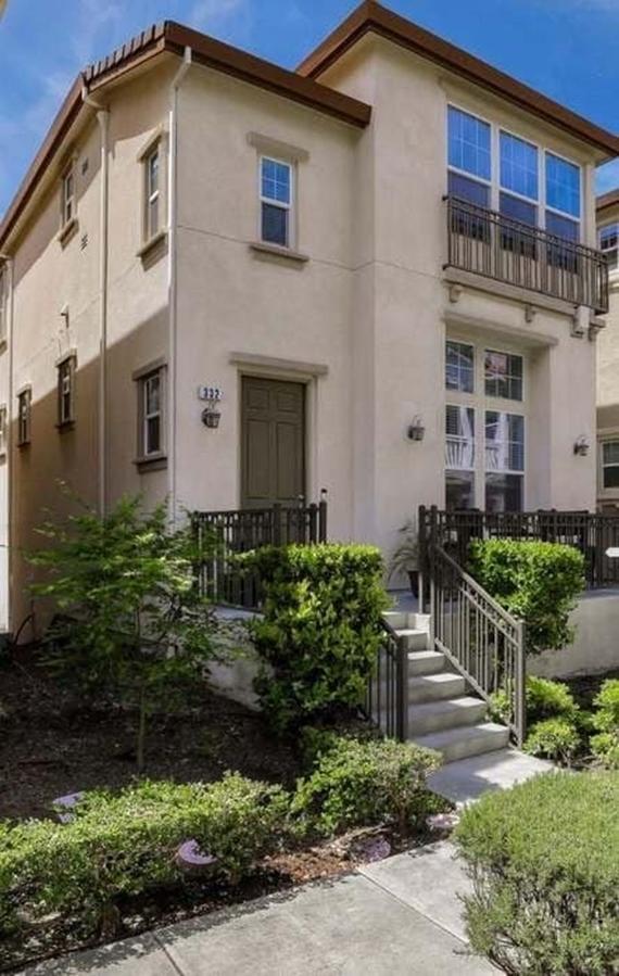 Tổ ấm mới của gia đình Nhật Tinh Anh tọa lạc tại thành phố San Jose, bang California, Mỹ.