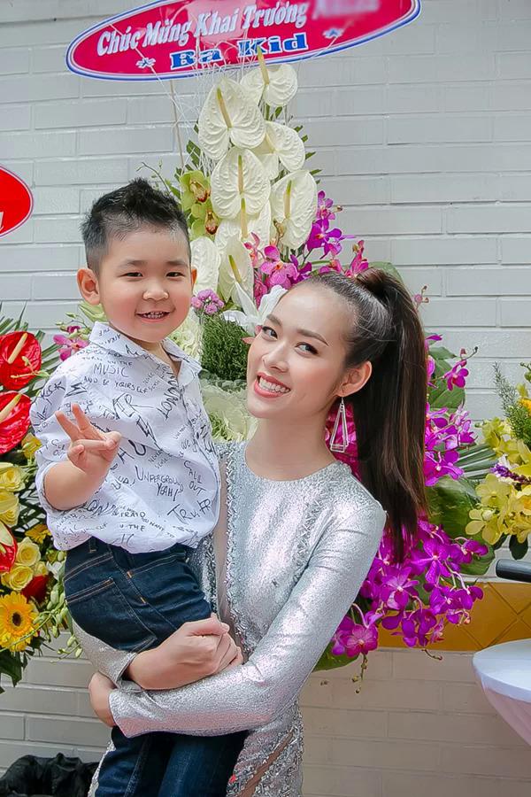 Diệp Bảo Ngọc hiện làm mẹ đơn thân, nuôi con trai 6 tuổi.