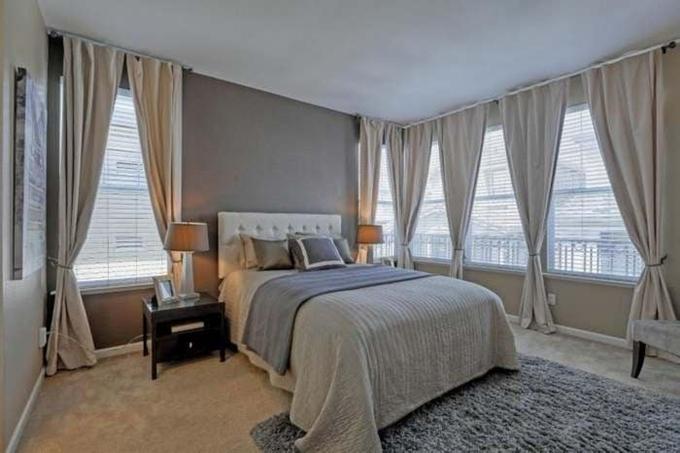 Phòng ngủ có diện tích rộng và thoáng đãng. Cựu thành viên 1088 sử dụng nội thất đơn giản, hạn chế để đồ vật.