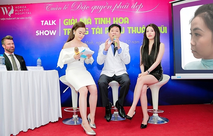 Chị Thái Ngọc (bìa phải) – xuất hiện tại chương trình kể về quá trình nâng mũi tại JW mộttháng trước