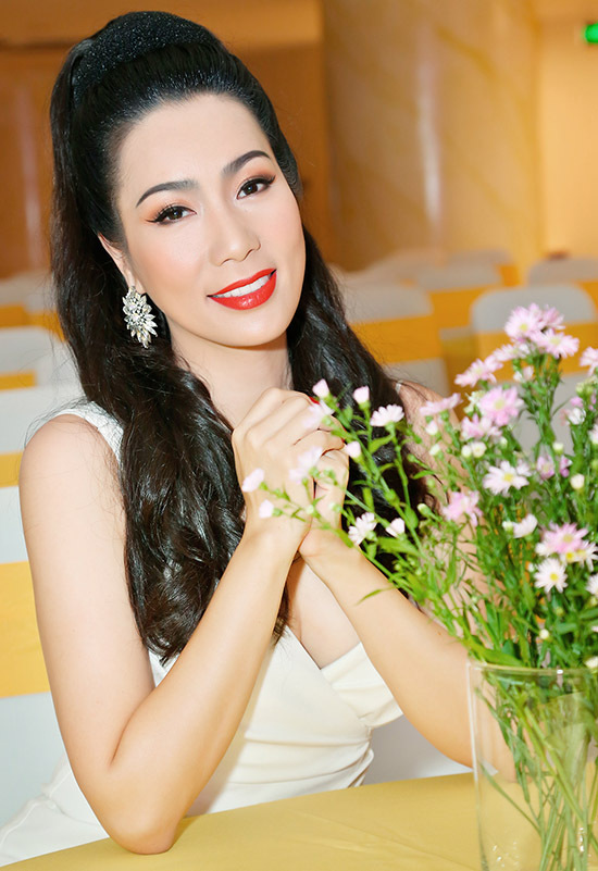 Trịnh Kim Chi hiện vừa đóng phim vừa điều hành sân khấu kịch tại TP HCM. Cô đã được phong danh hiệu nghệ sĩ ưu tú.