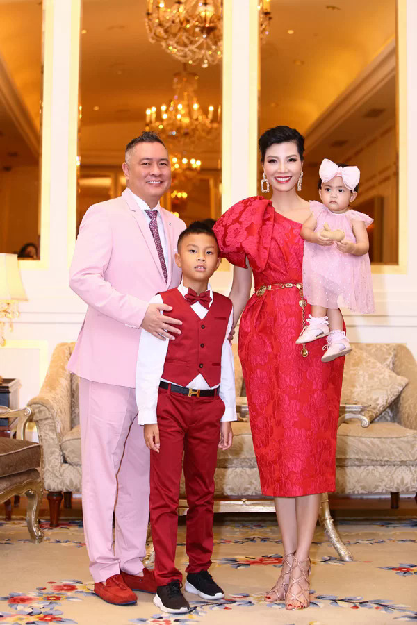 Gia đình nhỏ của Vũ Cẩm Nhung.