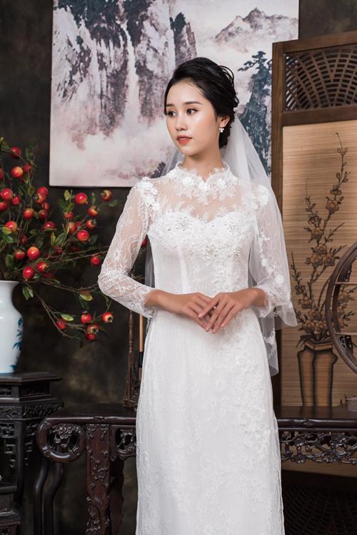 Sự thay đổi về phụ kiện cũng đem đến cho người diện phong cách khác nhau. Thay vì dùng mấn, nàng có thể dùng voan cưới để cài đầu.