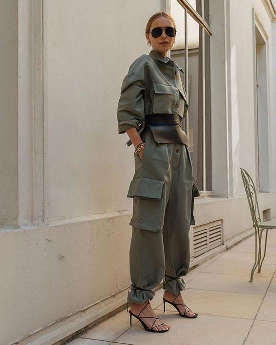 Đầu mùa thời trang thu đông 2019, đai lưng da to bản được fashionista thế giới nhiệt tình lăng xê.