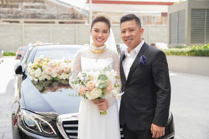 Sáng 17/10, cô dâu Giang Hồng Ngọc cùng chú rể Xuân Văn đã cử hành các nghi lễ cưới hỏi tại TP HCM.