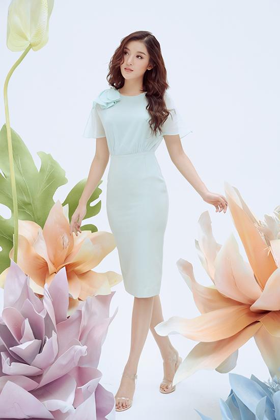 Màu pastel mang cảm giác dịu nhẹ và dễ nâng tông làn da sáng được khai thác với các gam xanh, hồng, tím.